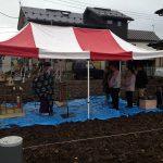 雨に清められての地鎮祭